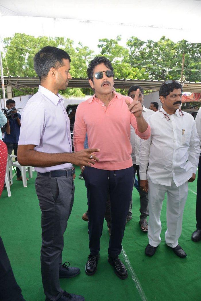 Nagarjuna Gifted BMW Car to Sindhu