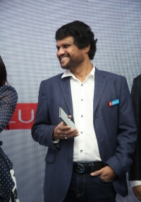 Samantha Launch Oneplus Mobiles At Big C  title=
