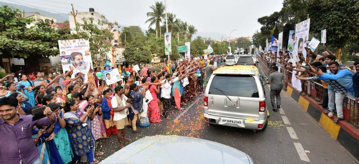 Huge welcome for Jagan in Vizag