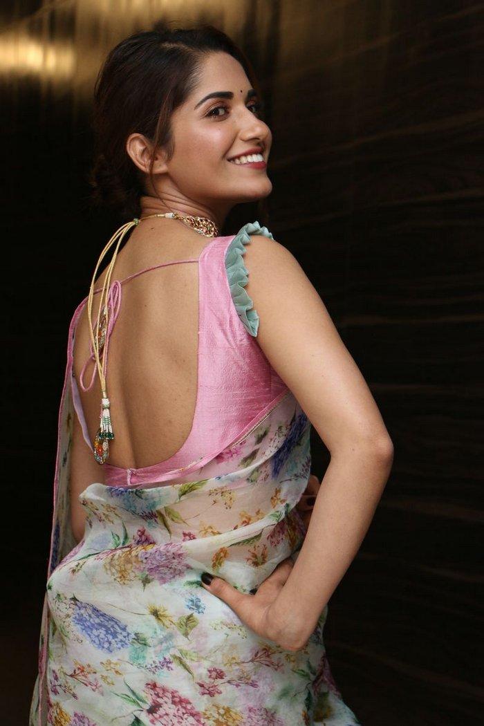 Ruhani Sharma Biography, Age, Height, Weight, Boyfriend & Life Story...World Super Star Bio