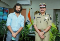 Vijay interacted with police officers  title=
