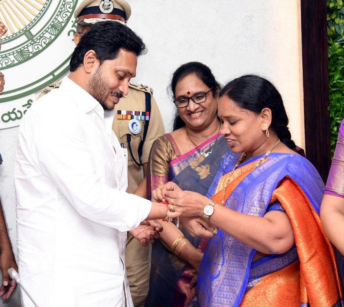 Women MLAs Ties Rakhi to Jagan